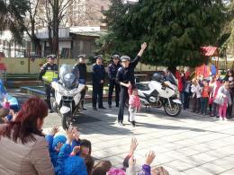 КАТ- София на гости на децата на ДГ 173 - Изображение 1